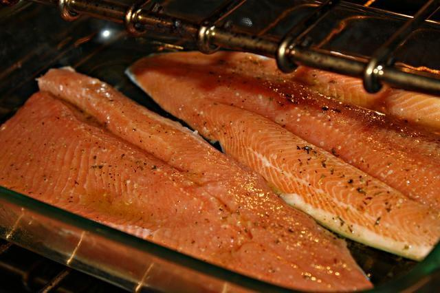 Comment faire cuire red fish filet de truite steelhead - Cuisiner truite au four ...